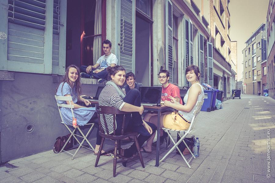 Studenten studeren op straat