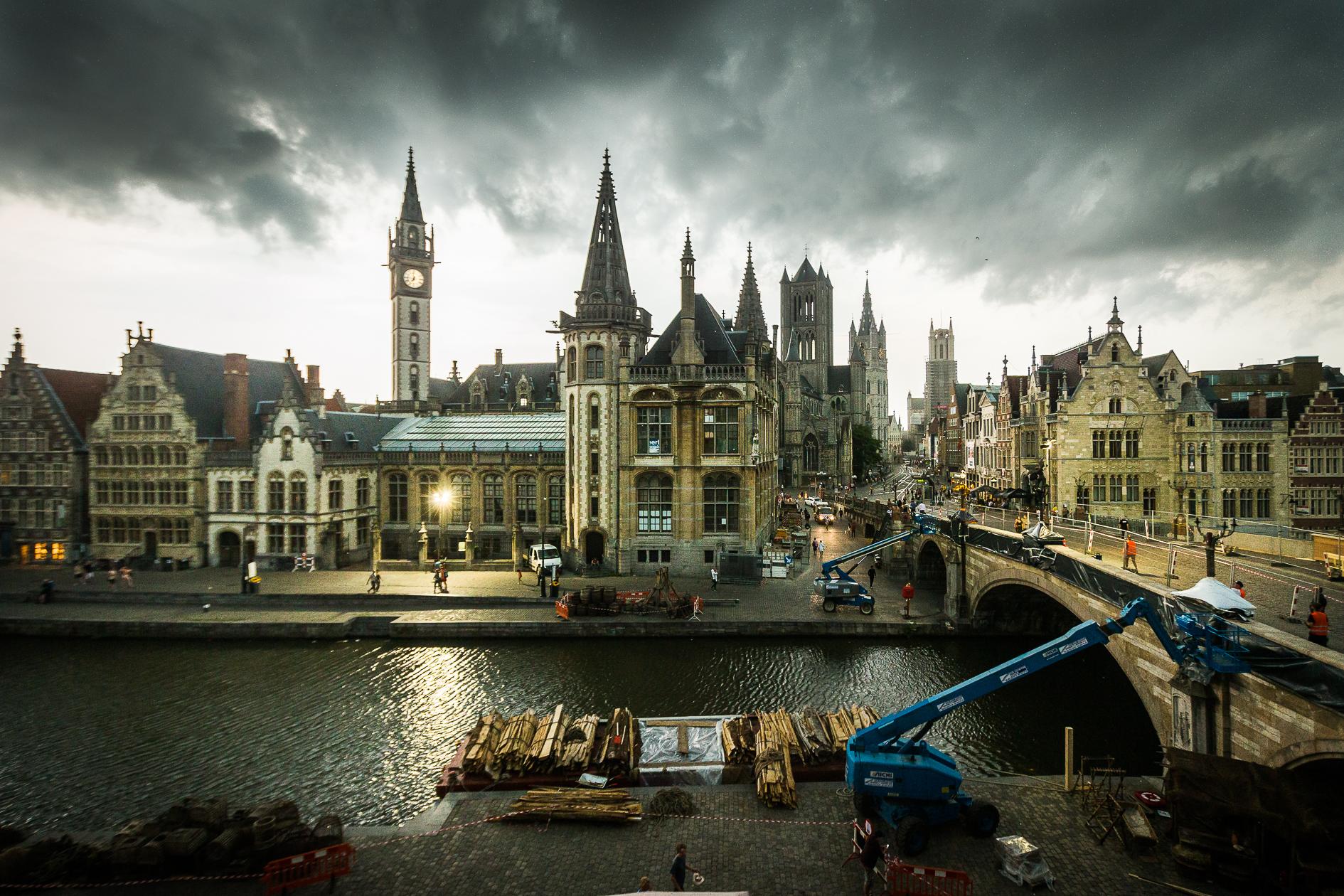 Stormweer boven de Gentse skyline