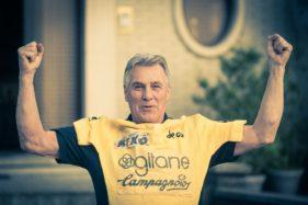 Lucien Van Impe, laatste Tour-winnaar poseert met zijn gele trui uit de Tour de France uit 1976.