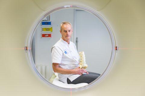 Neurochirurg Erik van de Kelft voor HLN
