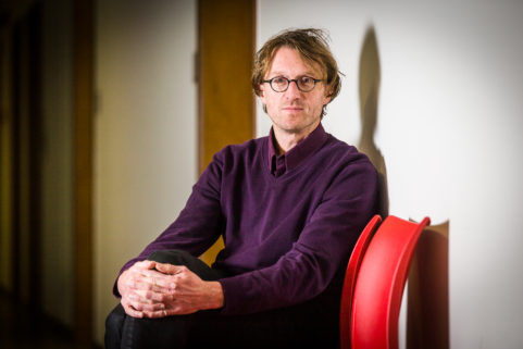 Professor Ignaas Devisch voor Visie Magazine